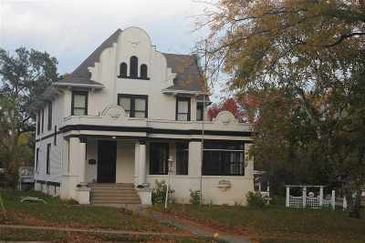 Columbus Single Family Home For Sale: 628 W James St