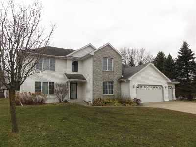 Janesville Single Family Home For Sale: 812 Sentinel Dr