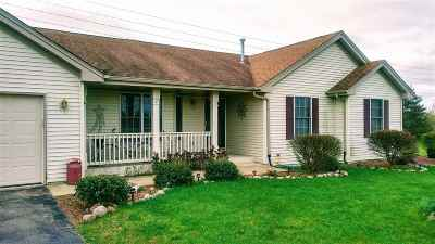 Beloit Single Family Home For Sale: 3265 Vel Marge Pky
