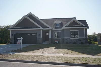 Middleton Single Family Home For Sale: 639 Big Stone Tr