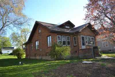 Dodgeville Single Family Home For Sale: 306 E Division St