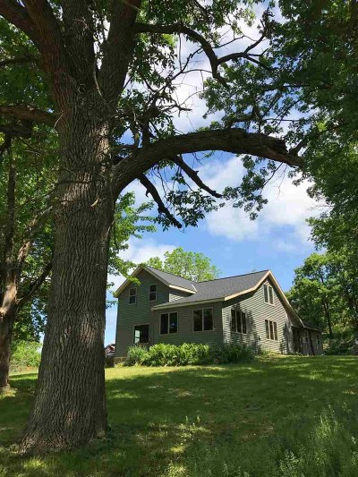 Iowa County Single Family Home For Sale: 8954 Clay Hill Rd