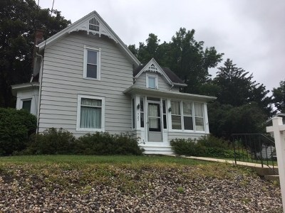 Single Family Home For Sale: 527 N Main St