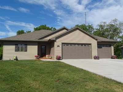 Janesville Single Family Home For Sale: 4876 Monarch Dr