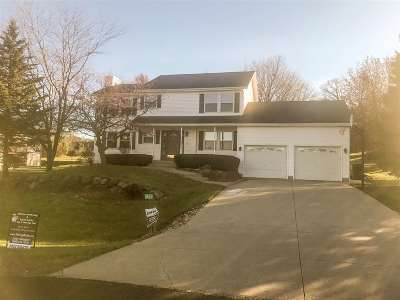 Dane County Single Family Home For Sale: 6861 Moonlight Cir