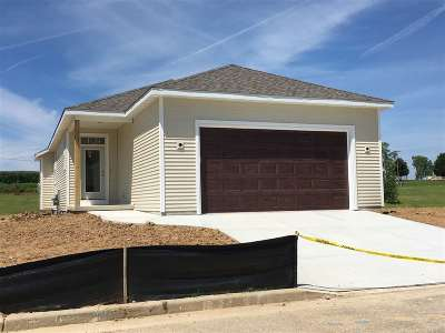 Columbus Single Family Home For Sale: 107 Red Bud Tr