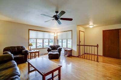 Waunakee Single Family Home For Sale: 1007 Holiday Dr