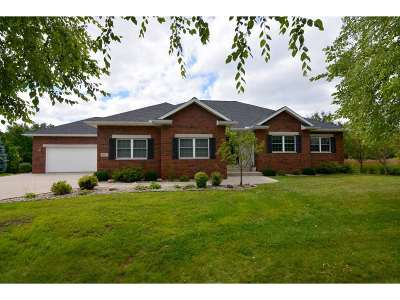 Deforest Single Family Home For Sale: 823 Woods Glen Ct