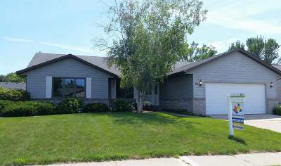 Sun Prairie Single Family Home For Sale: 121 Stonehaven Dr