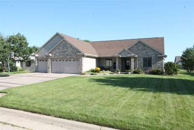 Janesville Single Family Home For Sale: 3817 Wintergreen Way