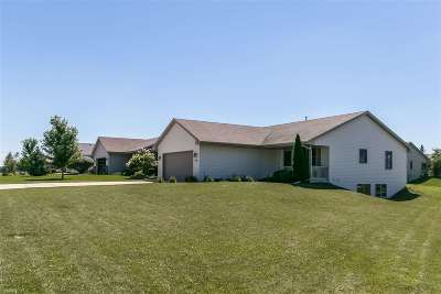 Janesville Single Family Home For Sale: 4416 Red Oak Dr
