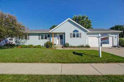 Waunakee Single Family Home For Sale: 1102 Spahn Dr