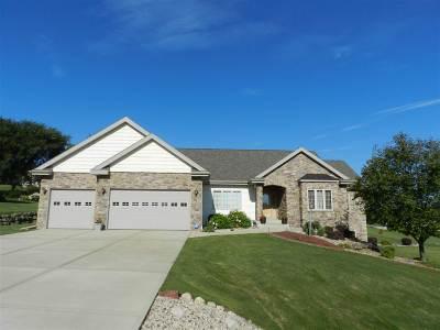 Middleton Single Family Home For Sale: 4869 Highwood Cir