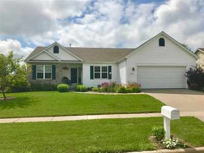 Waunakee Single Family Home For Sale: 802 Lochmoore Dr