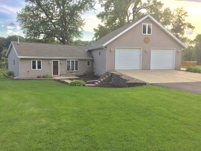 Janesville Single Family Home For Sale: 5069 N River Rd