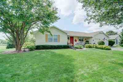 Janesville Single Family Home For Sale: 4414 Hearthridge Dr
