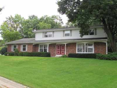 Janesville Single Family Home For Sale: 672 Sunset Dr