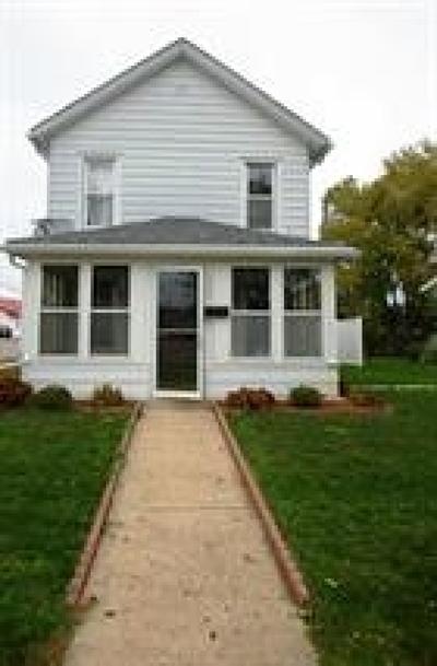 Dodgeville Single Family Home For Sale: 202 E Merrimac St