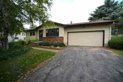 Dane County Single Family Home For Sale: 211 Indian Summer Rd