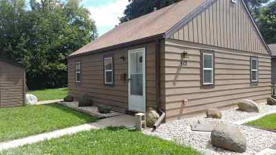 Janesville Single Family Home For Sale: 412 N Walnut St