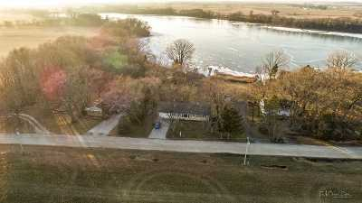 Stoughton Single Family Home For Sale: 747 Bass Lake Ct