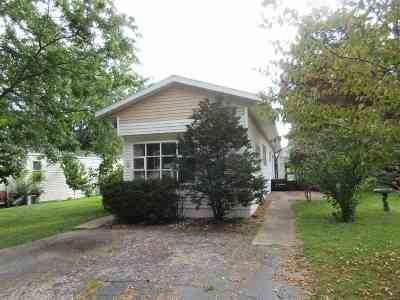 Janesville Condo/Townhouse For Sale: 9 Lapidary Ln
