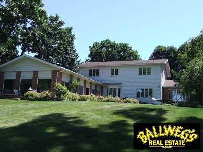 Beaver Dam WI Single Family Home For Sale: $575,000