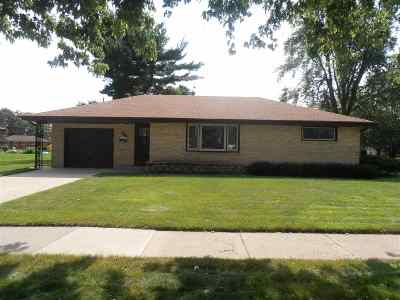 Janesville Single Family Home For Sale: 1904 S Hawthorne Park Dr
