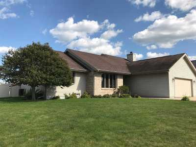 Janesville Single Family Home For Sale: 2120 Savanna