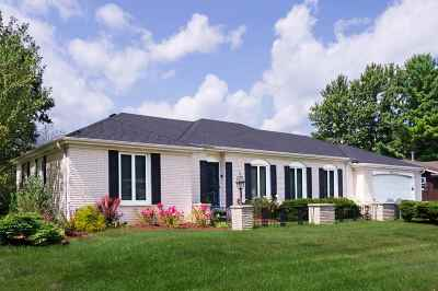 Janesville Single Family Home For Sale: 805 Suffolk Dr