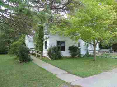 Muskego WI Single Family Home For Sale: $199,000