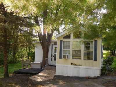 Edgerton Single Family Home For Sale: 468 Skyline Dr
