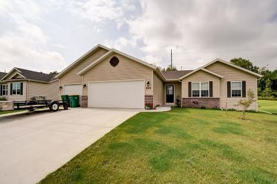 Edgerton Single Family Home For Sale: 869 Stonefield Dr