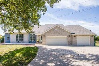 Janesville Single Family Home For Sale: 5575 W River Oaks Rd