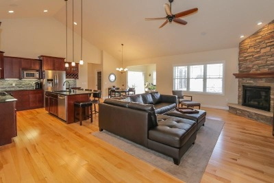 Dane County Single Family Home For Sale: 835 Augusta Dr