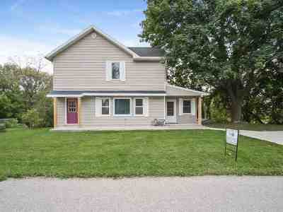 Cottage Grove Single Family Home For Sale: 208 N Main St