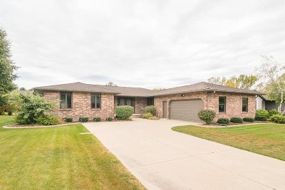 Sun Prairie Single Family Home For Sale: 113 Stonehaven Dr