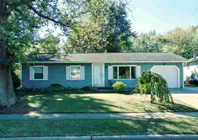 Stoughton Single Family Home For Sale: 1202 N Page St
