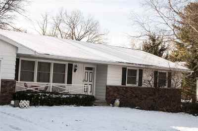 Dane County Single Family Home For Sale: 3285 Nelson Rd