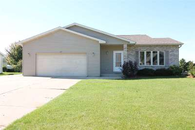 Janesville Single Family Home For Sale: 113 Jonathon Dr