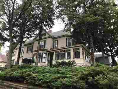 Janesville Single Family Home For Sale: 302 E Holmes St