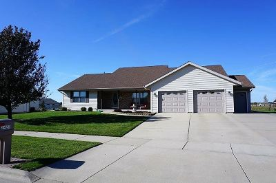 Janesville Single Family Home For Sale: 2423 Stonefield Ln