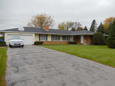 Wisconsin Dells Single Family Home For Sale: 852 Meadow Ln