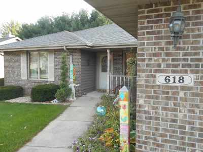 Janesville Single Family Home For Sale: 618 Tudor Dr