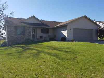 Janesville Single Family Home For Sale: 1324 Shade Tree Ln