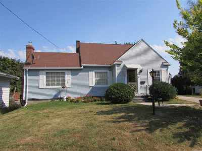 Lancaster WI Single Family Home For Sale: $94,000
