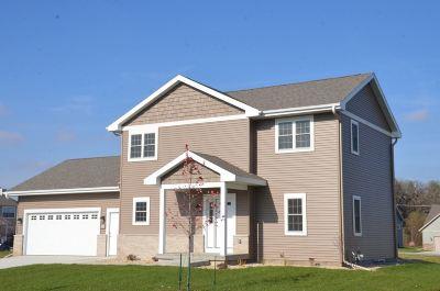 Oregon Single Family Home For Sale: 127 Luebke Ln