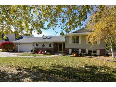 Janesville Single Family Home For Sale: 1015 Thornecrest Dr