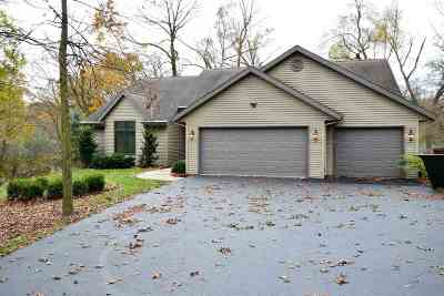 Janesville Condo/Townhouse For Sale: 3007 N White Tail Ln