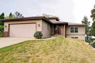 Fitchburg Single Family Home For Sale: 2653 Castle Rock Dr